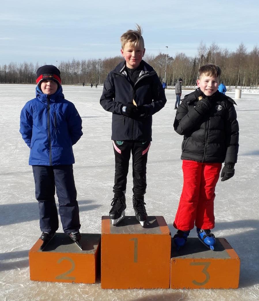 Schaatspret op Feanster ijsbaan.